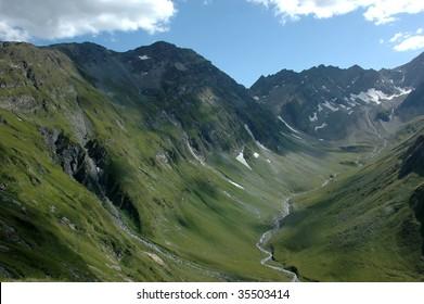 U Shape Valley Images, Stock Photos & Vectors | Shutterstock