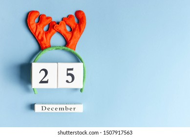 Deer horns with cubes with a festive date on December 25th.