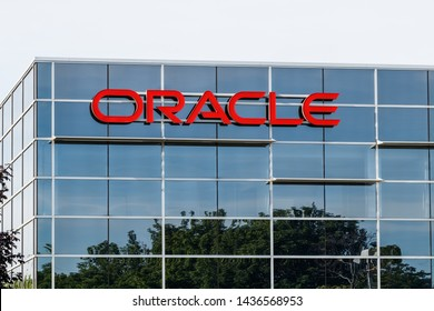Deerfield - Circa June 2019: Oracle Corporation location. Oracle offers technology and cloud based solutions II