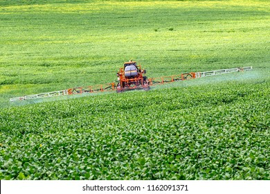 Defensive spraying machine agricultural in soybean plantation