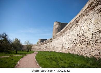 Defensive wall