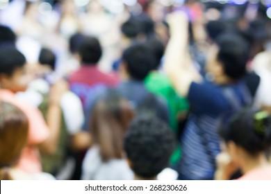 Defocus of Crowdedness