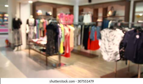 Defocused image of a women's clothing store in a shopping mall
