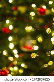 De-Focused Lights of a Christmas Tree - Background Image, grün, rot, golden