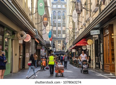 Degraves Street is a popular cafe and retail laneway between Flinders Street and Flinders Lane in Melbourne. Melbourne, Australia - 11/04/18
