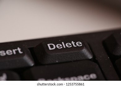 delete button on black keyboard