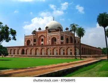 Delhi: Humayun's tomb, masterpiece of early Mughal architecture, and tomb of second Mughal Emperor Humayun. Started in 1562 by his wife, it's the predecessor / inspiration for Taj Mahal. India