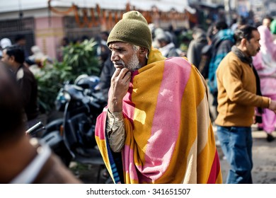 DELHI, INDIA - JANUARY 5, 2015: Indian mature poor man on January 5, 2015 in Delhi, India