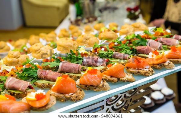 バッフェや宴会での珍味やお菓子。ケータリング。
