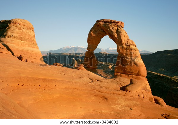 Delicate Arch in Arches National Park, Utah at sunset