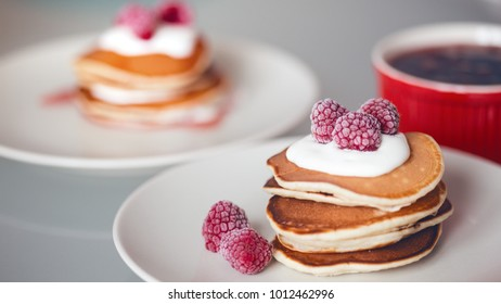 delicious American punkcakes with sour cream and raspberries