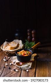 Délicieux ragoût de haricots à la saucisse et à la pomme de terre