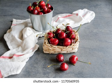 Delicious big and juicy American cherries / Bing Cherry / Popular seasonal imported fruits to enjoy when in season
