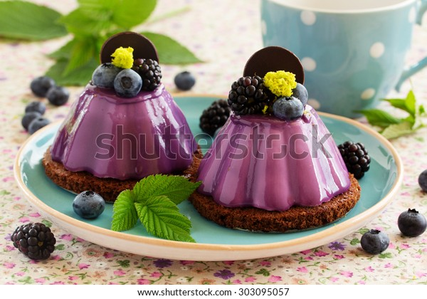 Delicious cake with blackberry-blueberry mousse.
