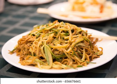 Delicious chinese food, chicken Lo Mein stir fry (fried)
