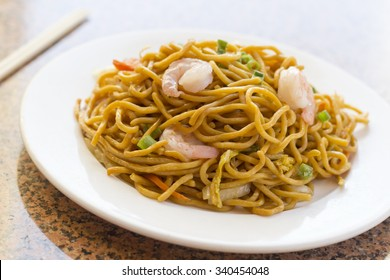 Delicious chinese food, shrimp Lo Mein stir fry