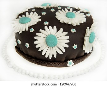 Delicious chocolate cake decorated with daisies