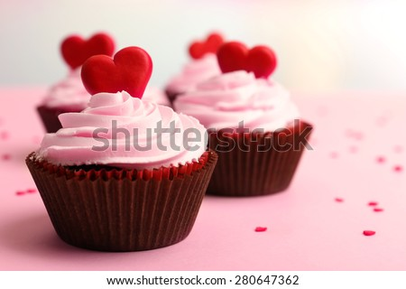 delicious cupcake valentine day closeup の写真素材 今すぐ編集
