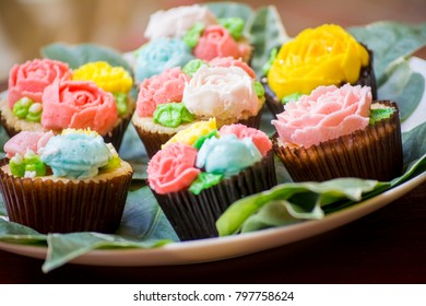 Delicious cupcakes in a plate