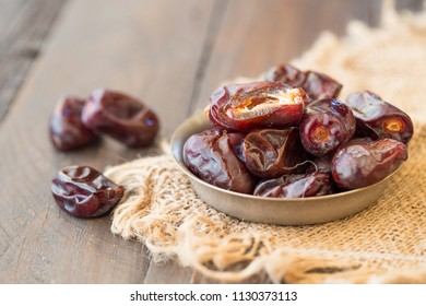 Delicious dried dates fruit with sweet taste and have high fiber.