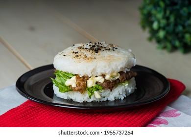 köstlicher hausgemachter Yakiniku-Reisburger