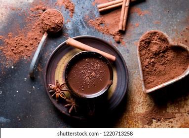 Délicieux chocolat chaud aux épices.