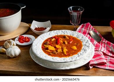 une délicieuse soupe de goulash à la hongroise