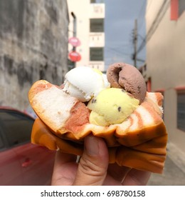 Delicious ice cream buns. Street food in Thailand.