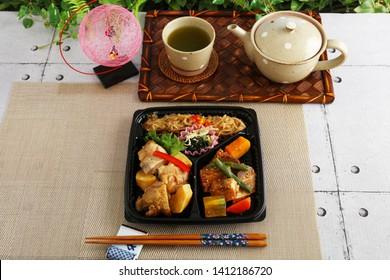 Delicious Japanese cuisines on the dining table