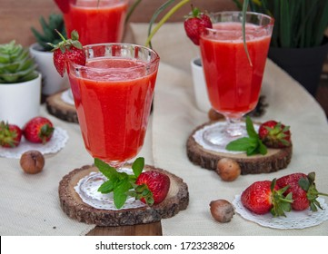 delicious lemonade with strawberry and lemon