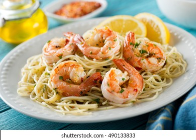 A delicious plate of shrimp scampi with spaghetti and lemon.