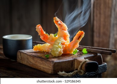 Delicious shrimp in tempura with sweet and sour sauce
