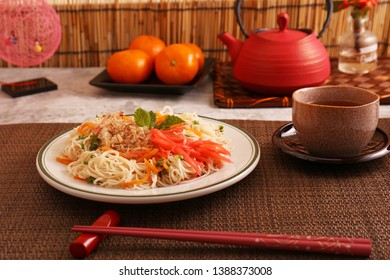Delicious stir fried thin noodles.