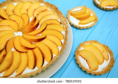 Delicious, useful and beautiful tartlets with peach