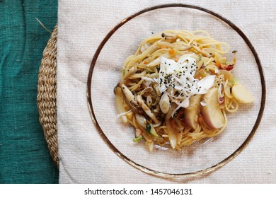 Delicious vegetarian pasta with seasonal vegetable.