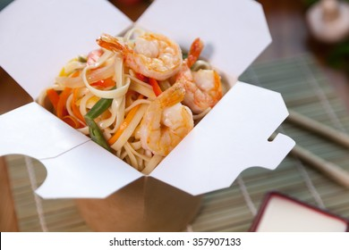 Delicious wok box with shrimps