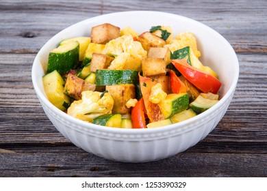 delicous vegan tofu curry bowl