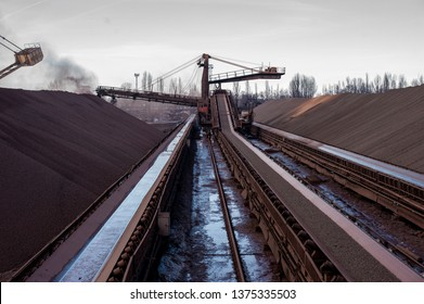 delivery of enriched iron ore pellets to the warehouse using a belt conveyor. Mining iron ore mining.