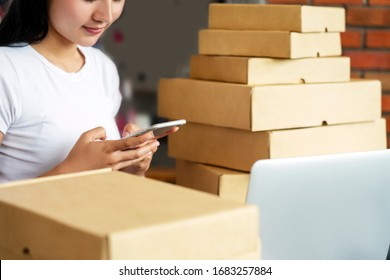 Lieferung Mail Versand Arbeitsraum mit Computer-Laptop und Handy, Box. Verpackungszubehör Pappkarton für den Online-Verkauf. Corona Covid-19 Virus Business Shipping Effect Products Concept
