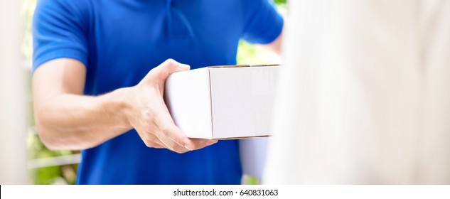 Delivery man giving parcel box to recipient - panoramic banner