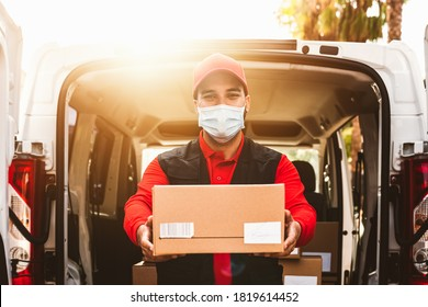 Delivery man wearing face protective mask to avoid corona virus spread - Young express courier working during coronavirus outbreak - Deliver and online buying concept