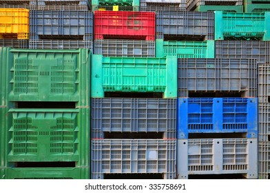 Delivery plastic boxes, shipping crates