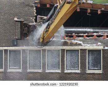 demolition building sportfondsenbad Eindhoven sloop afbraak