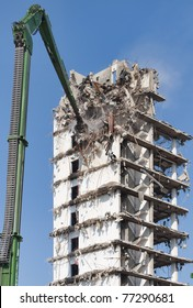Demolition of a highrise building
