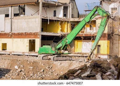 Demolition of a house in the Velberter City with heavy equipment