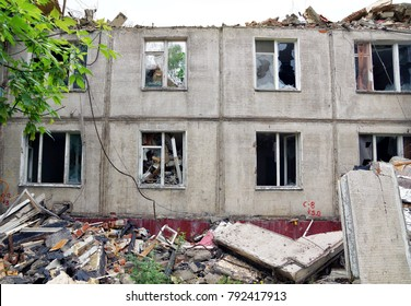 Demolition of an old apartment house. The facade of the destroyed building.