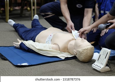 Demonstration How to use AED