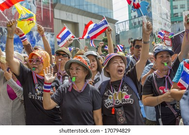 The demonstrators opposing the administration of government, Bangkok , THAILAND - November, 25Th ,2013: By the final whistle And Waving the flag of Thailand , the need to off Rama 4.