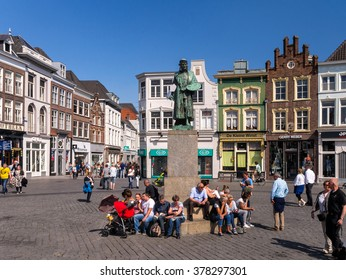 Den Bosch, the Netherlands, may 24, 2015: Statue of the famous painter Jeroen Bosch on the Markt, with 'De Kleine Winst', the house where Bosch grew up.