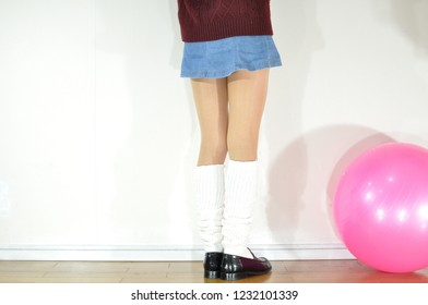 Denim miniskirt, uniform skirt, loose socks, beautiful leg pose collection